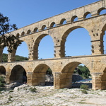 Le Pont du Gard -- Longueur : 490 mètres Hauteur : 48,77 mètres Le plus haut pont romain ! Date de construction : 1er siècle