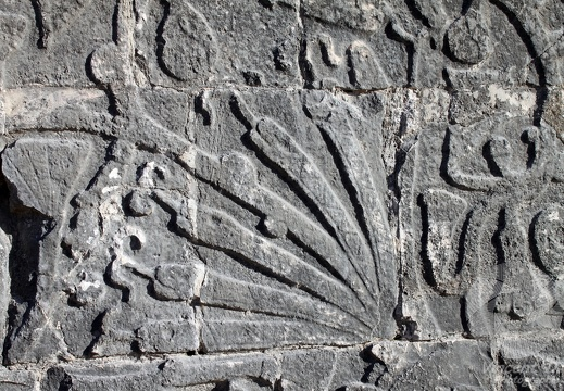 Bas-relief (plumes ?)